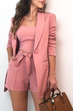 𝓟𝓲𝓷𝓽𝓮𝓻𝓮𝓼𝓽: kayliisis ✨ looks femininos, roupas da moda, roupas top, roupas chique Classy Outfits, Chic Outfits, Trendy Outfits, Blazer Outfits, Pink Outfits, Blazer Fashion, Short Outfits, Trend Fashion, Womens Fashion