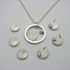 Unique fingerprint jewelry designs for men and women. Custom Jewelry, Jewelry Art, Jewelry Design, Memorial Jewelry, Memorial Gifts, Fingerprint Jewelry, Unique Gifts For Women, Baby Footprints, Pet Loss