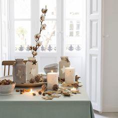 Mesas decoradas para Navidad Preciosa vela decorada con un árbol de navidad de color gris ideal para cualquier rincón de tu casa.