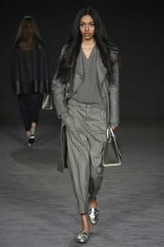The complete Daks Fall 2017 Ready-to-Wear fashion show now on Vogue Runway. Fashion In, Grey Fashion, Fashion Week, Fashion 2017, Runway Fashion, Winter Fashion, Fashion Show, Fashion Outfits, Womens Fashion