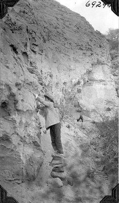 Juan Mendez at Megatherium prospect | por The Field Museum Library