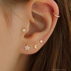 Tragus Piercings, Piercing Lobe, Piercings For Men, Pretty Ear Piercings, Ear Peircings, Cartilage Earrings, Face Piercings, Stud Earring, Three Ear Piercings