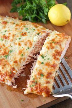 Há coisa melhor que uma receita de-li-ci-o-sa e fácil, fácil de fazer??? Experimente a nossa sugestão!!! #Gratinado_de_salmão_com_cebolada_e_maionese #receitas #pratoprincipal #peixe #salmão #gratinado #cebolas #maionese #queijo