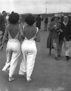 1930's Beach Pyjama meeting with disapproval - the expression on that lady's face is priceless!