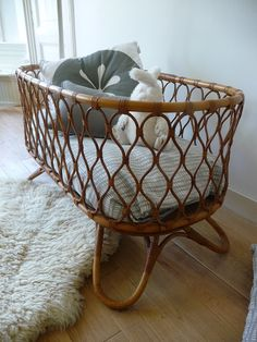 retro rotan wieg, rattan crib www. Boho Nursery, Nursery Neutral, Girl Nursery, Baby Kind, Baby Love, Deco Kids, Baby Mobile, Baby Bassinet, Baby Bedroom