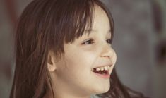 Teeth are one of the main concerns of parents from the time babies' first teeth appear. The first concern is that they come in on time, that they don't hurt when they come out… and, as the child grows, that they don't have cavities or that the permanent teeth come… #FamilyAgain #BabyTeeth, #Dentist, #Maturation, #MilkTeeth, #PermanentTooth, #Teeth, #Tooth First Tooth, Growth Hormone, Cavities, Genetics, Coming Out, No Worries, Teeth, It Hurts, Parents