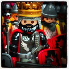 The King #playmobil #playmo #play #playmobilespaña #playmobilinternacional #playmocustom #playmobilfigures #rey #king #dragónrampante #dragónrojo #dragónnegro #dragón #red #rojo #black #negro #ejército #knight #medieval #custom #rafamobil
