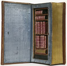 1757 leatherbound case for miniature books care of National Library of the Netherlands. Books in a book! Old Books, Antique Books, Vintage Books, Rare Antique, Medieval Books, Medieval Manuscript, Book Care, Late Middle Ages, Handmade Books