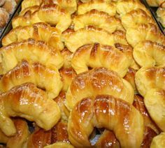 Morcillas, check out this pin for more Puerto Rican recipes in English. Mexican Sweet Breads, Mexican Bread, Sweet Desserts, Sweet Recipes, Argentina Food, Argentina Recipes, Bread Recipes, Cooking Recipes, Fatayer