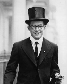 12th October 1936: Rudolf, the fifteen-year-old eldest son of the German Ambassador to London, Joachim von Ribbentrop, leaves his home in Eaton Square for Westminster School, where he is studying. (Photo by Becker/Fox Photos/Getty Images)