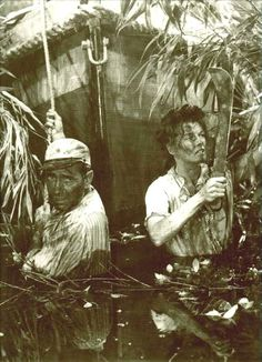 The African Queen - 1951 Main Actors: Humphrey Bogart, Katharine Hepburn Bogarts Character: Charlie Allnut Humphrey Bogart, Bogie And Bacall, Katharine Hepburn, New York, She Movie, Great Films, Vintage Vogue, Old Movies, Classic Movies
