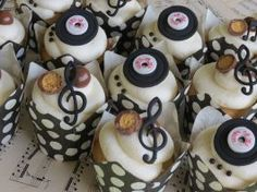 32 Decadent Musicians Cupcakes That Will Bring Melody To Your Tastebuds! Music Cupcakes, Wedding Cakes With Cupcakes, Fondant Cupcakes, Themed Cupcakes, Birthday Cupcakes, Decorated Cupcakes, Flower Cupcakes, Cupcake Images, Cupcake Ideas