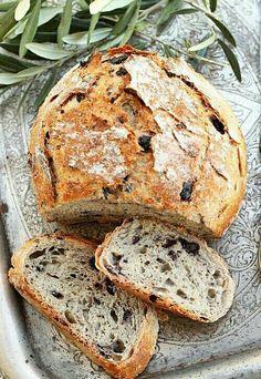 #artigianidelgusto il pane del giorno  Un buon pane farcito con le olive..