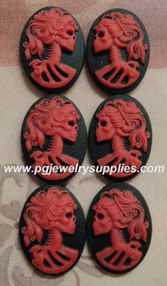 Hey, I found this really awesome Etsy listing at https://www.etsy.com/listing/167256239/18x13-lolita-skeleton-skull-resin-cameos