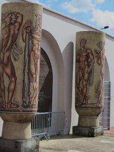 Vases décoratifs, entrée du stade Chaban-Delmas, autrefois Parc Lescure, boulevard du Maréchal Leclerc, Bortdeaux, Gironde, Aquitaine, France. #Bordeaux #France