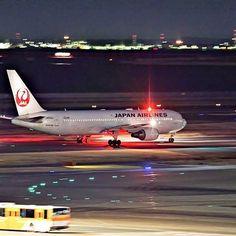 Instagram【live_jazz.dfp】さんの写真をピンしています。 《location: Tokyo, Japan  #tokyo  #sea #sky #airplane #bayarea #panning #bus #plant #pentax #boeing #city #cityscape #airport #slowshutter #landscape #tokyocameraclub #japan #night #nightview #clouds  #haneda #japan_daytime_view #japan_night_view #blue #ig_worldclub #icu_japan #wu_japan #longexposure #夜景 #日本》