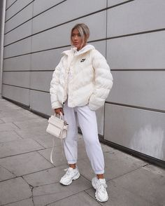 35 Trendy Winter Outfits To Help To Level Up Your Winter Style - For Women. - 35 Trendy Winter Outfits To Help To Level Up Your Winter Style – For Women. Source by shellyredmonfashioideas - Cute Comfy Outfits, Chill Outfits, Mode Outfits, Trendy Outfits, Skater Outfits, Scene Outfits, Topshop Outfit, Winter Fashion Outfits, Look Fashion