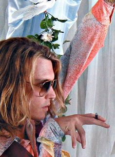 George Jung ~ Jonny Depp in BLOW. ahhh, his lady in his life is one lucky woman. Johnny Depp Blow, Johnny Movie, Young Johnny Depp, Here's Johnny, Johnny Depp Movies, Blow Movie, John Depp, Johnny Depp Pictures, Many Faces