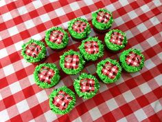 Ants at a picnic cupcakes by Cindy Collis /// 3rdRevolution