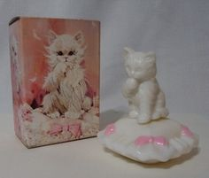 """""""Sitting Pretty"""" vintage Avon Kitten on a Cushion scent  container"""