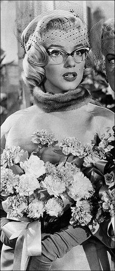 """Marilyn Monroe - """"Men don't make passes at girls who wear glasses."""""""