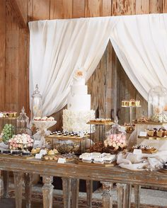 - Blake Lively and Ryan Reynolds' abundant dessert table featured a vanilla-and-sour-cream wedding cake with peach-apricot preserves and Earl Grey-milk chocolate buttercream in Martha Stewart Weddings Blake Lively Ryan Reynolds, Blake And Ryan, Dessert Bar Wedding, Wedding Desserts, Wedding Cakes, Elegant Dessert Table, Gold Dessert, Dessert Party, Mini Desserts