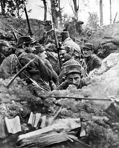 Comme des milliers de poilus de la Grande Guerre (ici dans la tranchée de Calonne), Mathurin Guillo est mort pour la France. Il repose au carré militaire d'un cimetière de Vannes.