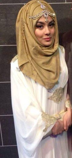 Koftan Hajib Fashion, Abaya Fashion, Muslim Fashion, Hijabi Girl, Girl Hijab, Hijab Outfit, Square Hijab Tutorial, Hijab Style Tutorial, Bridal Mehndi Dresses