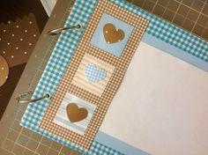 Enfeites e caderno de mensagens para um chá de bebê