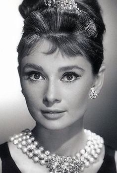 "4 x 6 Black and White Audrey Hepburn Photo ""Princess Holly"" Old Hollywood Glamour, Vintage Hollywood, Hollywood Stars, Classic Hollywood, Audrey Hepburn Photos, Audrey Hepburn Style, Actrices Hollywood, Classic Beauty, Celebrity Photos"