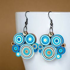 Paper Quilling Earrings, Quilling Work, Paper Jewelry, Paper Beads, Quilling Tutorial, Newspaper Crafts, Mandala, Cool Necklaces, Diy Accessories