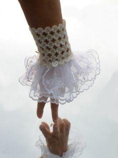 pulsera con botones blanca para novia