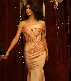 Beren Saat wearing a beautiful peach gown with one shoulder detail. Need Somewhere to wear it too! Prom Dresses 2016, Trendy Dresses, Cheap Dresses, Sexy Dresses, Bridesmaid Dresses, Wedding Dresses, Peach Gown, Dress Robes, Mermaid Dresses
