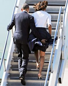 Barack Obama helped his wife Michelle Obama avoid a wardrobe malfunction on April 10 -- see the cute picture! Michelle Obama, First Black President, Mr President, Black Love, Black Is Beautiful, Durham, Joe Biden, Presidente Obama, Barack Obama Family