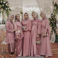 Pinky dress inspiration from and her beautiful friends Hijab Prom Dress, Dress Brukat, Hijab Gown, Hijab Style Dress, Kebaya Dress, Muslim Wedding Dresses, Bridal Dresses, Bridesmaid Dresses, Wedding Abaya