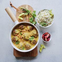 Kokos-Rabarber Curry med veganske harissa kødboller