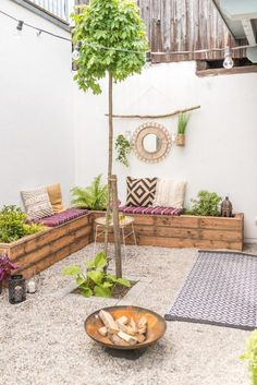 DIY und Dekoideen für die Garten Terrasse im Boho Look mit upcycling Sitzbänke… DIY and decoration ideas for the garden terrace in boho look with upcycling benches made of terrace wood and before after pictures of makeovers Terrasse Design, Diy Terrasse, Rooftop Design, Patio Design, Exterior Design, Diy Garden, Terrace Garden, Terrace Ideas, Garden Benches