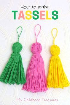 Jewelry Making For Beginners The beginners guide to perfect looking tassels. How to make tassels. - Tassels are an easy way to make your purse and clothing projects stand out. Learn how to make tassels from yarn and add them to jewelry, clutches and bags. Pom Pom Crafts, Yarn Crafts, Knitting Patterns, Sewing Patterns, Crochet Patterns, Graduation Tassel, Graduation Ideas, How To Make Tassels, Making Tassels