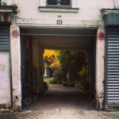 @janettesvn Instagram photos | Verdant courtyard #Paris #Paris11 #instaparis #igersparis