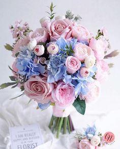 Destination Wedding Event Planning Ideas and Tips Wedding Flower Guide, Flower Bouquet Wedding, Bouquet Flowers, Lotus Flowers, Flowers Nature, Blue Flowers, Wedding Themes, Wedding Colors, Wedding Decorations