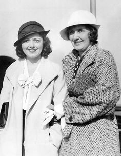 Janet Gaynor and her mother, Laura, return from Hawaii on the SS Malolo. Hollywood Icons, Old Hollywood, Janet Gaynor, Popular Actresses, Silent Film Stars, Classic Films, Mother And Child, Best Actress, American Actress