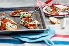 Unser beliebtes Rezept für Überbackenes Putenschnitzel mit Käse-Spinat-Creme und mehr als 55.000 weitere kostenlose Rezepte auf LECKER.de.