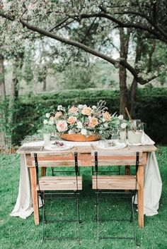 30 Rustic Wedding Centerpieces That Go Beyond the Basic Mason Jar - Yes, it IS possible to have a rustic wedding without mason jars — trust us. Say hello to these stylish rustic wedding centerpieces that are anything but overdone. simple rustic wedding tablescape with oversized centerpiece and fabric runner