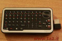 http://www.1e2.it/recensione-mini-tastiera-mouse-wireless-playboard-4geek/  La mini Tastiera e Mouse Wireless Playboard 4Geek è un piccolo strumento utile a tutti coloro i quali utilizzano un HTPC o un media player. In questa recensione scopriamo tutte le caratteristiche e le funzioni. La Mini Tastiera e Mouse Wireless Playboard 4Geek è grande quando uno smartphone, si tiene comodamente con una mano ma è progettata per essere utilizzata...
