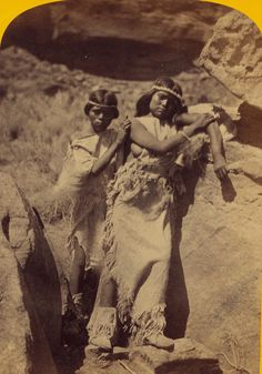 (animated stereo) Revision: Paiute (Nuwuvi) women, circa 1874, via Flickr.
