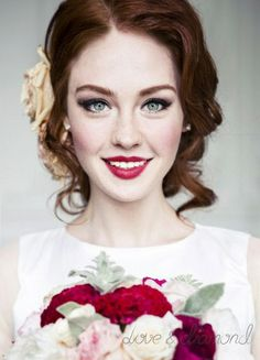 Яркий образ невесты от LOVE&DIAMOND http://myoneday.ru/users/73/. Свадебная прическа и макиж