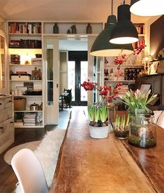 Binnenkijken bij mijnhuis__enzo Open Plan Kitchen Living Room, My Living Room, Home And Living, Welcome To My House, Country Interior, Interior Decorating, Interior Design, Small Rooms, Home Fashion