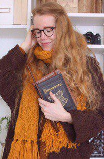 девушка, рыжая, хогвартс, волшебная палочка, свитер, шарф