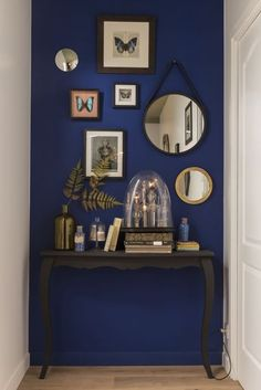 Top 16 Best Accent Wall Ideas for Your Home - Site Home Design Decor Room, Living Room Decor, Diy Home Decor, Living Rooms, Blue Accent Walls, Blue Accents, Diy Casa, Deco Design, Interior Design Living Room