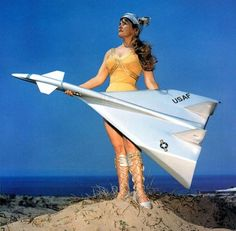 Awesome idea for retro Military Jets, Military Aircraft, Strategic Air Command, Military Drawings, Experimental Aircraft, Airplane Art, Civil Aviation, Model Airplanes, Retro Futurism